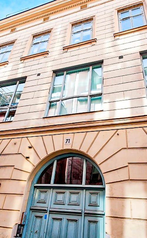 Entré Drottninggatan 71